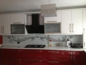 mutfak tezgah arası cam örneği